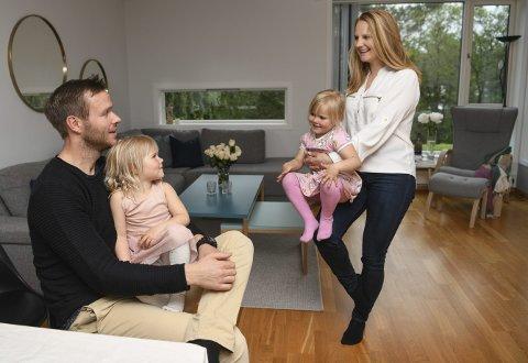 For en måned siden kjøpte samboerparet Anja Eker og Bjørn Noremark                      enebolig på Sandsli. Snart flytter de og tvillingene Vilde og Olivia (4) fra leilighet på 80 kvadratmeter med to soverom.