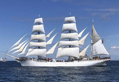 VAKKER: «Statsraaden» med full seilføring i Skagerak. Det stolte skipet tok nok en gang en overbevisende seier i den første regattaen i Tall Ships' Races for i år. FOTO: PRIVAT