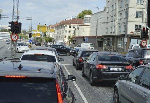 Trafikken durer daglig over Danmarks plass. Sofie Marhaug har syv tiltak for å redusere den.