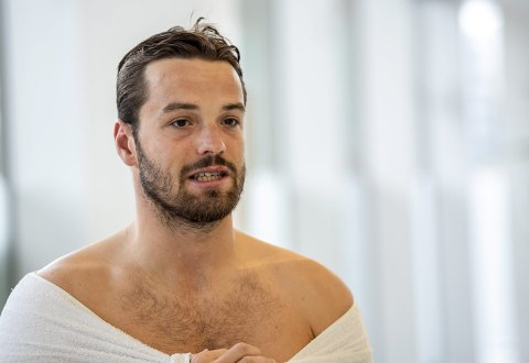 Markus Lie har omsider spesialisert seg i svømmebassenget. Han tror 100 meter fri er veien å gå for å nå verdenstoppen. – Det finnes ingen begrensninger, sier Lie.