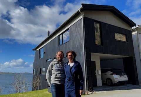 Thomas og Vibekke har gjort mye for å skape drømmehuset deres, men nå er de på jakt etter et sted hvor de får plass til hobbyene sine.