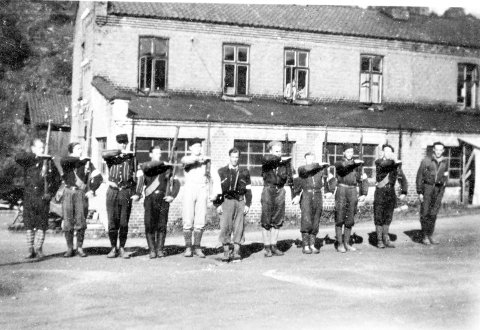HOLDT VAKT: Vaktlag på Skotselv Cellulose i maidagene 1945.