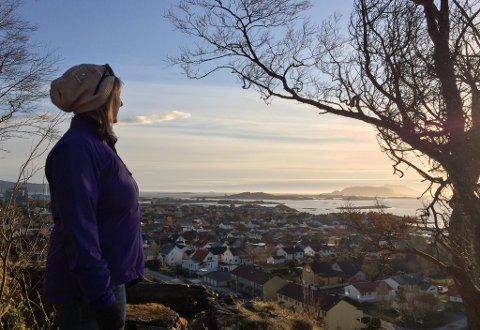 GRAVFERD FREDAG: Bjørg Batalden hadde eit stort nettverk både heime og ute. Fredag 12. februar vil gravferda hennar frå Florø kyrkje bli streama, på initiativ frå Forsvaret.