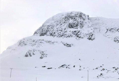 FALL FEM METER: Det var i fjellområdet Bitihorn at skiløparen kom ut for ei ulukke søndag, som utløyste ein større redningsaksjon.