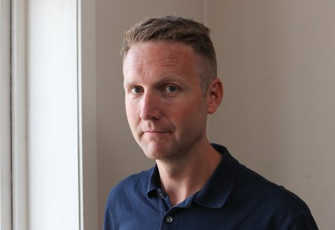 HAR SAGT SI MEINING: Kjell-Arne Nordgård, kommuneoverlege i Kinn, meiner vi er best tent med at ambulansen er tett på SMS, heller enn i eit beredskapssenter på Kringleskjæret.