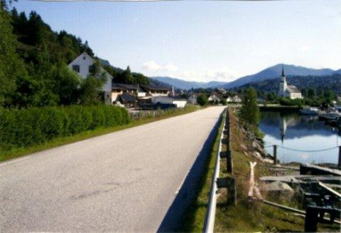 ASFALTERING: fleire vegar i Naustdal kommune vil få ny asfalt i august.