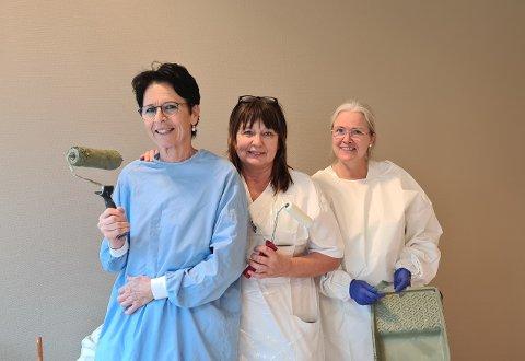 UNDER ARBEID: Venke Sagevik, Eva Grytøyra og Norunn Ask i gang med å måle eit pasientrom i ein nyanse av grøn.