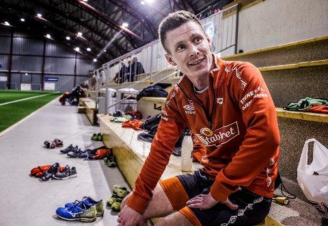 Trond Erik Bertelsen (32) trener tirsdag med FFK i Østfoldhallen
