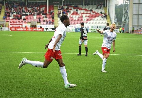 LØSNET: Akinsola Akinyemi og Joona  Veteli var begge sentrale da FFK endelig kunne juble for tre poeng igjen. FOTO: Geir A. Carlsson