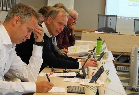 Ap og Høyre er enige: Aps Jon-Ivar Nygård og Høyres Truls Velgaard har funnet frem til et felles forslag for bypakke og bompengebetaling. Bare Frp har så langt sagt nei. (Foto: Øivind Lågbu)
