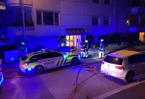 Alle nødetetane rykket ut til boligblokka i Dronningens gate natt til tirsdag 4. mai.