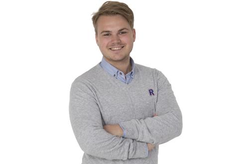 HATER Å KASTE MAT: Rema-kjøpmann i Ballangen, Andreas Fygle Mulstrand blir snart 25. Siden han var liten har han vært opptatt av at man ikke skal kaste mat. Han jobber aktivt for å kaste minst mulig mat.