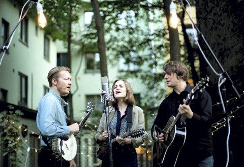 Darling west: Tor Egil Kreken, Mari Kreken og Kjetil Steensnæs, er nominert i klassen for country. PRESSEFOTO
