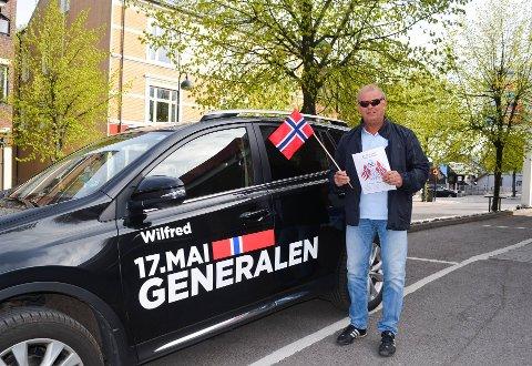 LEDEBIL: Hortens 17. mai-general Wilfred Solberg skal kjøre i front og lede årets 17. mai-tog, bestående av biler og motorsykler.