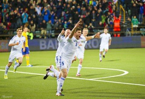 Færøyenes Rogvi Baldvinsson jubler etter å ha scoret i oppgjøret mot Sverige på Tórsvøllur i 2012 (foto: [url=http://www.fsf.fo/Default.aspx?ID=695]fsf.fo[/url]).