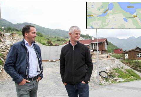 Andreas Eidsaa jr. og Per Steinskog vil ha tunnel fra steinstøtta i Dirdal til Rage på fylkesvei 45.