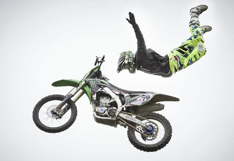 Kunst: Det må man kunne kalle det når man oppviser slike akrobatiske halsbrekkende øvelser høyt til værs.
