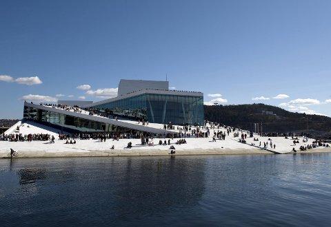 JUBILERER: Operaen i Bjørvika er 10 år. Det markeres med stort jubileum der lokale korsangere er med. foto: erik berg/operaen
