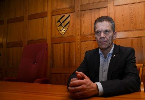 BREMSER: Kommunedirektør Stein Halvorsen har satt på bremsen i saken og lover grundig utredning og bedre informasjon.