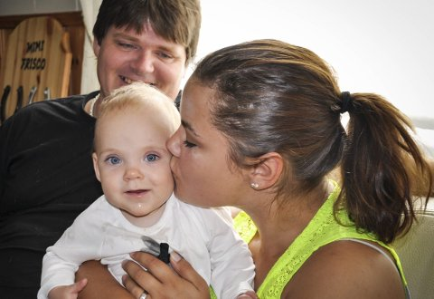 SEKS BARN: Anne Mette Raastad og Kato Antonsen er lykkelig over at de tilsammen har en ungeflokk på seks. Deres eneste barn sammen, Mimi Dakota, fikk en tøff start på livet.