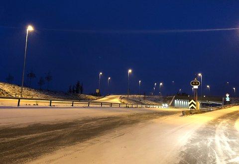 VINTERFØRE: Snø og is på riksveg 4 lørdag morgen.