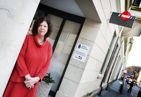 FÆRRE LEDIGE: Astrid Nordstrand kan glede seg over at arbeidsledigheten i Halden synker og nå er nede i 3,1 prosent.