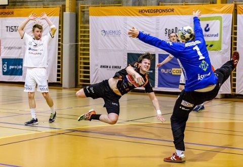 GOD: Thomas Solstad var god både i forsvar og i angrep i søndagens seier mot Haslum.