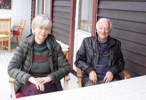 FRUSTRERTE: Aina och Jörgen Mittet i Strömstad synes at innreise- og karantenereglene til Norge bør være de samme for svensker og nordmenn bosatt i Sverige.