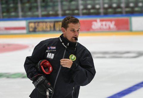 KREVER MER: Comets hovedtrener Marius Bjerke forventer bedre innsats og mer lojalitet av sine spillere. I morgen onsdag venter Tønsberg borte.