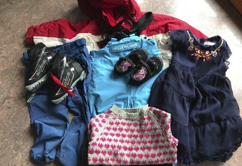 DELING: Her er nokre av klesplagga og utstyret Veisane barnehage har fått inn til gi- og få-dagen. Samarbeidsutvalet ved barnehagen arrangerer onsdag 11. april.
