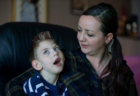NYTT HÅP: Marie Werenfels håper Statens undersøkelseskommisjon kan finne ut alle detaljer om hva som egentlig skjedde da sønnen Casper ble hjerneskadet på Haugesund sjukehus for snart seks år siden.