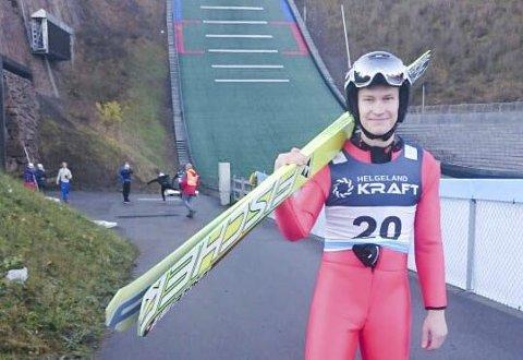Emil Storjord Vilhelmsen i Midtstubakken før rekordtidlig NM i kombinert.
