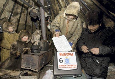 URFOLK: Elever og lærere fra Sameskolen i Hattfjelldal drar til det arktiske Russland for å oppleve hvordan livet til nenetserne er. Foto: SCANPIX