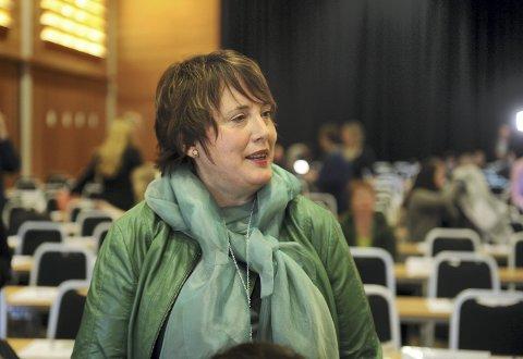 Stiller spørsmål: Stortingsrepresentant Janne Sjelmo Nordås (Sp) spør om telefoni. Foto: Terje Pederssen, ANB