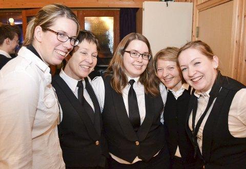 LEVERTE VARENE: Anne Marte Jansberg, Hildegunn Storstein, Heidi Pedersen, Sidsel Vik og Elise Rushfeldt var fem av 25 musikanter som leverte en knallande god konsert tidligere i uka.