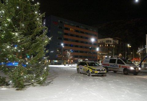 HAMMERFEST: Politiet på plass i Hammerfest natt til 27. desember.