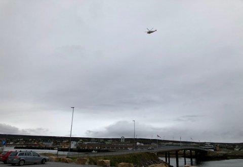 STORØVELSE: Sea King-helikopteret lettet fra Vadsø onsdag formiddag og hadde vært i Varangerfjorden i forbindelse med den årlige Øvelse Barents.