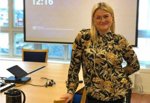 BEKYMRET: Gry Anita Kristiansen jobber som daglig leder for Kulturpilot i Vardø. E-postadressen hennes på jobb spammes til daglig ned med svindelforsøk. Nå vil hun advare andre.