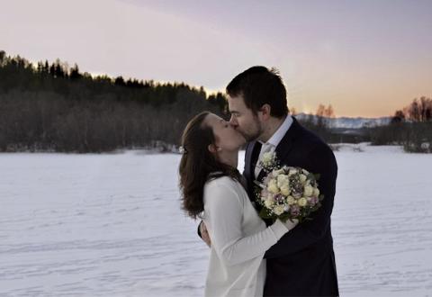 BRYLLUP: Ved Grunnvannet i Folkeparken ga Alexander Danielsen og Isabel Bergvoll hverandre sitt ja på nyttårsaften.