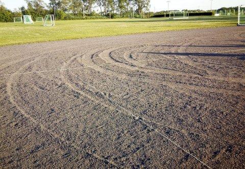 Dype Bilspor: Noen har brukt banen til andre ting enn kuler. Klubben håper de ansvarlige blir tatt. Foto: Privat