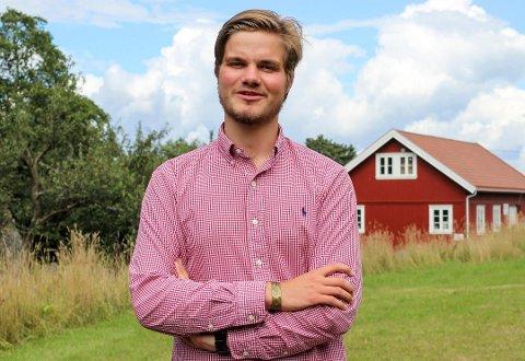 IKKE IMPONERT: Ungdomspolitikeren Tobias Drevland Lund er ikke imponert over Kragerøs tilbud til midlertidig bosetting av bostedsløse. Han mener Staten må bidra med penger for å finne gode løsninger.