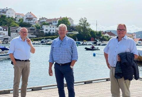 OPPTATT AV KRAGERØ-FERJENE: F.v. Arve Høiberg, Jone Blikra og Sverre Myrli.