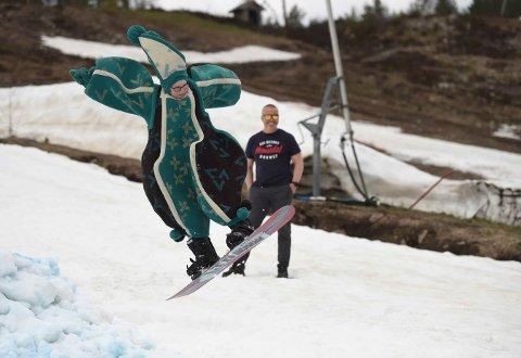 OL-VETLE: Vetle Reiitan lånte pappas vette-antrekk fra OL-åpningen på Lillehammer i 1994. (FOTO: OLE JOHN HOSTVEDT)