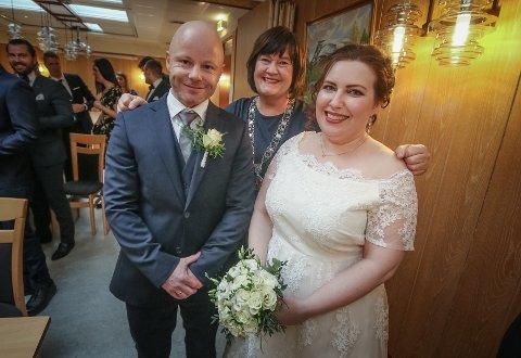 Betsy Granhagen og Øyvind Dahl giftet seg på Rygge rådhus. ordfører Inger Lise Skartlien ledet for første gang evenementet
