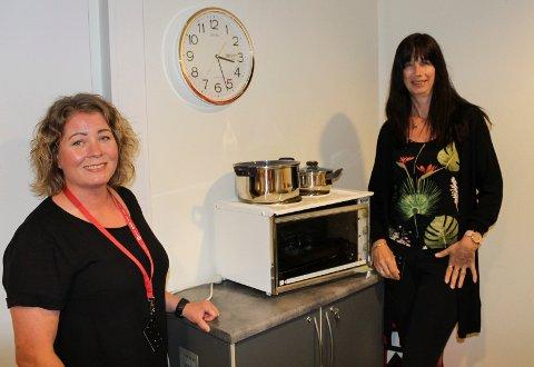 GODE RESULTATER: Camilla Berger (t.v) og Stine Fjeld jobbet som miljøvaktmestere i Moss og hjalp mennesker til å få og beholde boliger.