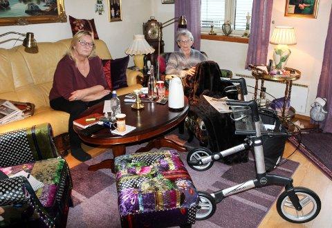 HJEMME: Unni Winger (78) er nå hjemme på Bryggekanten i Moss etter det lite trivelige oppholdet på sykehjem. Her er hun sammen med datteren Iren Indiane Winger (56).