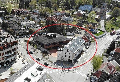 OMREGULERT: Bystyret har sagt ja til omregulering av dette kvartalet på Sæter, som tillater riving av flere bygg og to nye boligblokker med næring på gateplan.