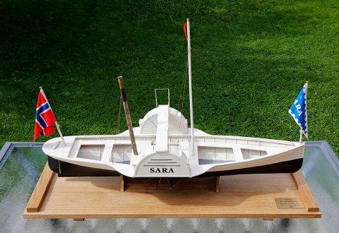 Modellen av Sara kan er nå utstilt på Rustadsaga sportsstue i Østmarka.