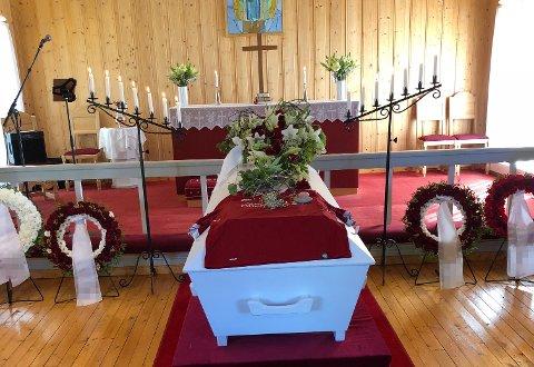 DØDE: Det som skulle bli et siste farvel med broren (26), ble et mareritt for søsteren. I forkant av begravelsen deltok hun på syning, men fikk et grufull opplevelse.