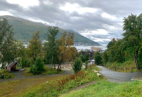 De siste årene har Alfheimparken i Tromsø fått en betydelig ansiktsløfting med lekestativer, gangsvei og gapahuk.